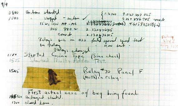 Primer bug informático documentado por Grace Murray Hopper en 1947, provocado por una polilla de dos pulgadas que estaba atrapada en un relé (#70, panel F) del Mark II