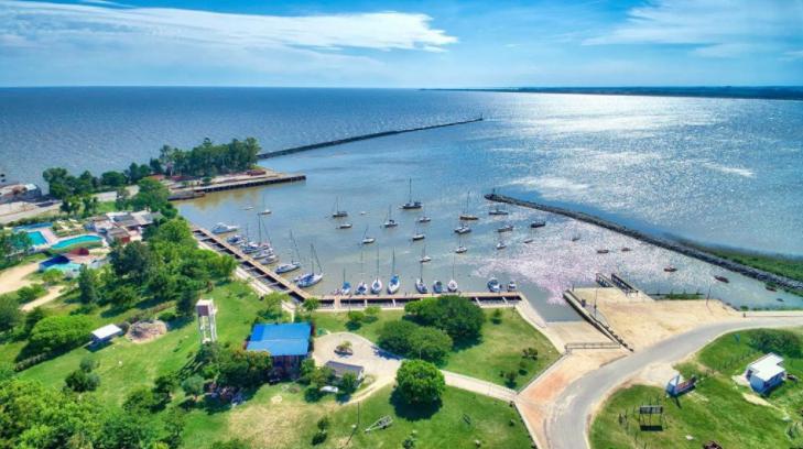 Juan Lacaze es una ciudad ubicada en el departamento de Colonia, Uruguay