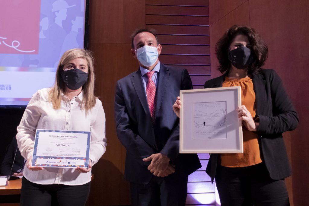 Abstracta recibe reconocimiento como empresa ganadora en Uruguay del premio El talento no tiene género